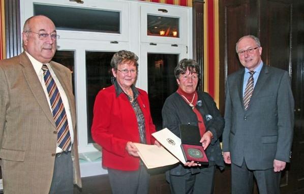 2009 - Der Verein wird für sein Wirken mit der Sportplakette ausgezeichnet